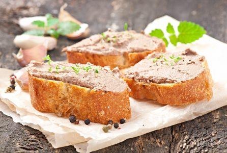 Jak przygotować pasztet? Tajniki wyboru składników i pieczenia