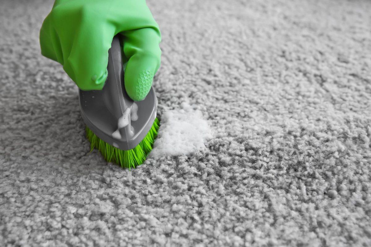 Jak wyprać samodzielnie dywan?