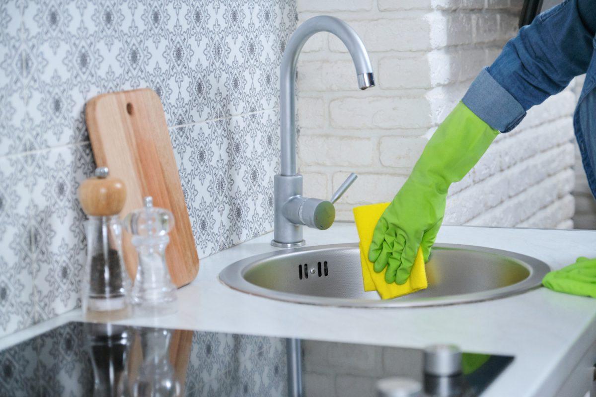 Sprzątanie kuchni krok po kroku – zasady i patenty