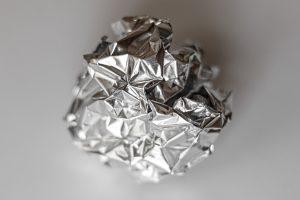 3 zastosowania folii aluminiowej podczas sprzątania